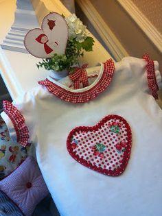"""Caperucita Roja: Camiseta """"fresitas con cerezas"""""""