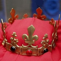Said to be crown of Anne of Brittany,c.1488,  of solid gold and jewels, in parish church of Trescallan, France.  Anne married Maximilian I, Holy Roman Emperor;  & Charles VIII and Louis VII of France.  Just before her death, said to give crown to  parish church of Trescallan, today part of the La Turballe town in France. What is strange is that there are no other photos of this crown on Google, and no mentions that I could find in any site on Trescallan that this crown is there.  Any info?