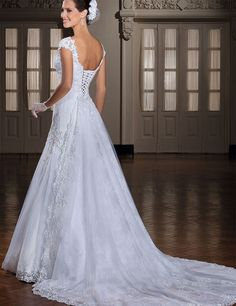 Don's Bridal 2016 Appliques Wedding Dresses With Veil Lace Up Back Beaded Long Court Train Bride Gown Vestido De Noiva-in Wedding Dresses from Weddings & Events on Aliexpress.com | Alibaba Group