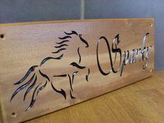 이미지 출처 http://horse-name-plates.conceptcarpentry.co.uk/resources/Design+C+Stable+Sign.jpg