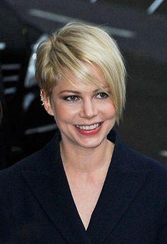 Nuovo taglio di capelli corto asimmetrico per Michelle Williams