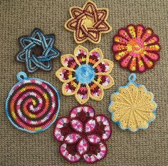 links to 7 models of potholders that could be used for plaids or scarves - by Thorn Berry