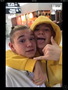 Why everybody has to have this yellow hoodie and i can't find it anywhere 😭😭 M Photos, Cute Photos, My True Love, My Love, Love Twins, Dream Boyfriend, Normal Person, I Want Him, Twin Brothers
