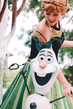 Anna/Olaf Disney characters Frozen