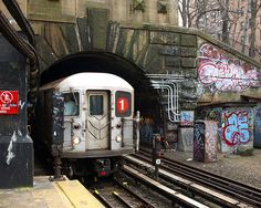 Dyckman Street Subway Station, Washington Heights, New York City So many late nights in the 1 train coming from where all my Dominican people New York Subway, Nyc Subway, Subway Art, Washington Heights, S Bahn, Empire State Of Mind, Desenho Tattoo, Manhattan New York, Living In New York