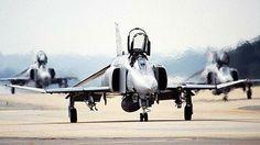 F-4 Phantom Military Jets, Military Aircraft, Air Fighter, Fighter Jets, Photo Avion, F4 Phantom, Dog Fighting, Aviation Art, Vietnam War