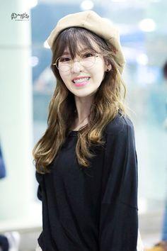 Wendy - image for you Kpop Girl Groups, Korean Girl Groups, Kpop Girls, Wendy Red Velvet, Red Velvet Irene, Park Sooyoung, Seulgi, Rapper, Red Velvet Photoshoot