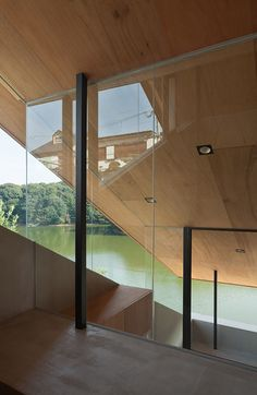 Suppose Design Office's House in Hibaru stretches down to the edge of a reservoir