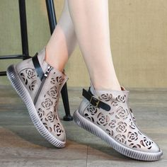 Women Floral Hollow Out Buckle Flat Casual Sandals Boots Frauen Floral Hollow Out Buckle Flache Casual Sandalen Stiefel Narrow Shoes, Baskets, Kinds Of Shoes, Buy Shoes, Vans Shoes, Summer Shoes, Casual Shoes, Fashion Shoes, High Heels