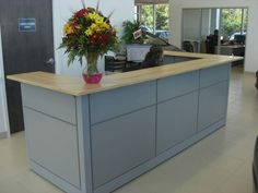Love love love the colour. This reception can change mood in an instant just by adding floral colour. Kijiji: Office Reception Desk
