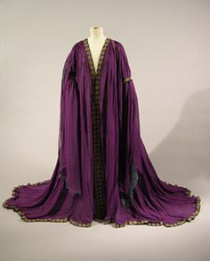 Tea gown, 1911-12. Brighton & Hove Museums