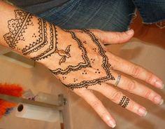 Henna Tattoo Designs for Women | Latest Henna Tattoos For Hand 9