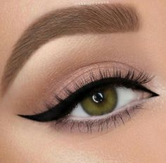 Perfect Winged Liner Look - Perfect Winged Liner Look - ., hacks for teens girl should know acne eyeliner for hair makeup skincare Makeup Goals, Makeup Inspo, Makeup Art, Makeup Ideas, Makeup Style, Makeup Tips, Makeup Hacks, Makeup Products, Hair Hacks