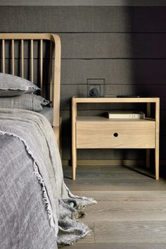 OAK SPINDLE | Bed Oak Spindle Collection By Ethnicraft