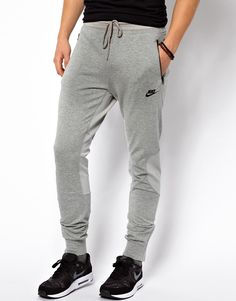 Shop Men's Nike Sweatpants on Lyst. Track over 3834 Nike Sweatpants for stock and sale updates. Jogging Nike, Nike Sweatpants, Sweat Pants, Sweatpants Outfit, Nike Air Max, Nike Air Force, Nike Outfits, Sport Outfits, Sport Fashion