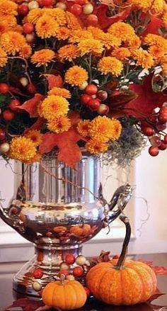 Fall Mums, Fall Arrangements, Autumn Decorating, Thanksgiving Decorations, Thanksgiving Tablescapes, Happy Thanksgiving, Harvest Decorations, Happy Fall, Arte Floral
