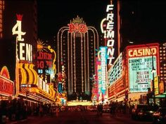 Fremont Street - Las Vegas at Night, Nevada by Eric Figge Fallout New Vegas, Fallout 3, Vegas Lights, City Lights, We Will Rock You, Las Vegas Nevada, Las Vegas City, Las Vegas Strip, Neon Signs