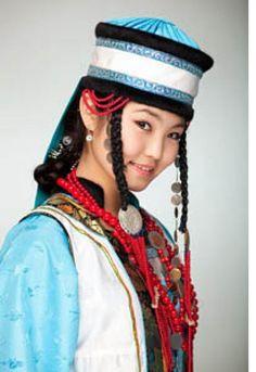 Beauty of Buryatia-Buryatların toplam nüfusu 600 bin dolayındadır. Bunun 290 bini Buryat Özerk Cumhuriyeti'nde yaşamaktadır. Komşu İrkutsk ve Zabalskaya Oblastarında da 150 binden fazla Buryat bulunmaktadır. Buryatlarda, Türkiye Türkçesindeki kurt, Bortocono olarak bilinir.