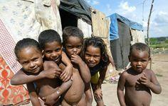 Veja a lista dos 10 países mais populosos do mundo, que hoje completa 7 bilhões de habitantes. Em 2100 não estaremos mais aqui, no entanto a população mundial continuará crescendo até atingir