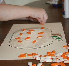 These 30 pumpkin activities for toddlers are perfect for fall! If you're looking for some fun pumpkin-related crafts and activities to do with your toddler, you'll find some great ideas here! Theme Halloween, Halloween Activities, Holiday Activities, Halloween Crafts, Halloween Kids, Happy Halloween, Thanksgiving Crafts, Fall Crafts, Holiday Crafts