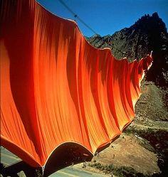 Land art:  Orange Curtain in a Colorado canyon - photo from inspirowaninatura.pl