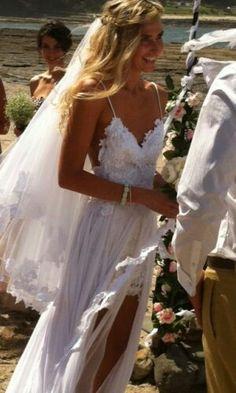Kapalı düğün salonlarından, gösterişten, süsten püsten hoşlanmayan doğayla iç içe bir düğün yapmayı planlayanlar için bohem gelinlikler çok ...