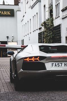 Now Das Auto. — Aventador
