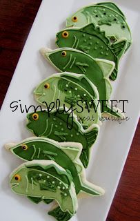 Fish Cookies [use for Fish and Custard Doctor Who party! Fish Cookies, Man Cookies, Cut Out Cookies, Iced Cookies, Cute Cookies, Cupcake Cookies, Cupcakes, Cookie Frosting, Royal Icing Cookies