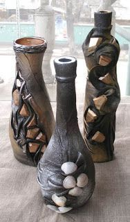 Aprende cómo decorar botellas de vidrio con medias nylon o telas de todo tipo ~ Mimundomanual Recycled Glass Bottles, Glass Bottle Crafts, Wine Bottle Art, Diy Bottle, Wine Bottle Holders, Bottle Vase, Bottles And Jars, Decoupage Glass, Altered Bottles