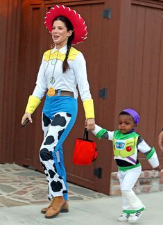 Sandra Bullock takes her son Louis out trick or treating on Halloween in Toluca Lake, California on October 31, 2012.