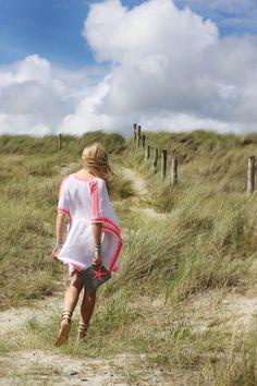 Boho Beach Style, Kaftan, Sandals, Bassa Clutch Bag, Bracelet Stacks Boho Beach Style, Kaftan, Clutch Bag, Bb, Bracelet, Photo And Video, Sandals, Instagram, Shoes Sandals