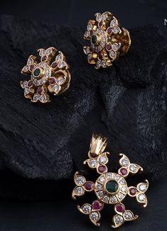 Jewelry Design Earrings, Gold Earrings Designs, Gold Jewellery Design, Beaded Jewelry, Gold Ring Designs, Amai, Gold Jewelry Simple, Pendant Set, Diamond Pendant