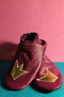 Leather crown slippers to my girl. My Girl, Slippers, Crown, Leather, Handmade, Corona, Hand Made, Slipper, Craft