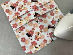 カード入れ付き!可愛い「通帳ケース」の作り方 | ココポップハンドメイド Floral Tie, Diy And Crafts, Rugs, How To Make, Home Decor, Iphone, Shopping, Note Cards, Japanese Language