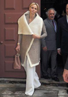 Charlene Witstock in a amazing oversized coat Albert Monaco, Prince Albert Of Monaco, Princess Style, Prince And Princess, Diva Fashion, Royal Fashion, Kelly Monaco, Grace Kelly, Princesa Charlene