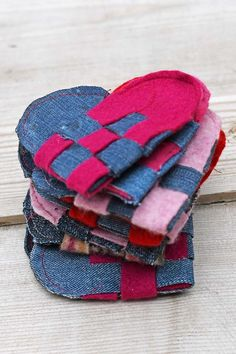 A stack of woven hearts for a Scandinavian garland for Valentine's day. Full tutorial on how to make these fun decorations from old jeans and jumpers. Denim Crafts, Upcycled Crafts, Easy Diy Crafts, Diy Craft Projects, Class Projects, Sewing Projects, Craft Ideas, Heart Garland, Sewing Tutorials