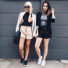 shorts + cropped tops + blazers + sneakers = today's picks!  haha! as duasss apareceram com o mesmo combo hoje, o que já não é nenhuma novidade, né?  estilo de #ootd dressy but casual. #stylemood