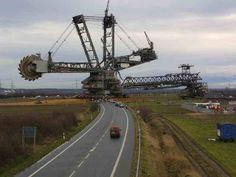 The Largest Land Vehicle in the World :The 100 million Bagger 288 (Excavator built by the German company Krupp (now ThyssenKrupp) for the energy and mining firm Rheinbraun, is a bucket-wheel excavator or mobile strip mining machine. Wow Photo, Heavy Machinery, Road Glide, Coal Mining, Street Glide, Heavy Equipment, Mining Equipment, Harley Davidson Motorcycles, Weekender