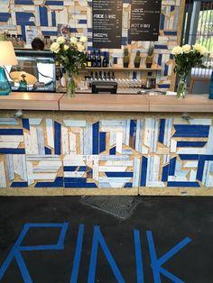 """Iniziamo questa settimana con i colori del cielo sul #Parquet di Bauwerk Parquet in una installazione alla mostra """"Zurich meets London"""" in cui l'eccellenza svizzera è stata esposta a #Londra.  Il parquet #Bauwerk #VintageEdition nelle sue colorazione #Bluelight, #Blueintense e #White sprigiona tutta la sua #originalità a #parete come a #pavimento ;)  #edilpuglia #zurich #london #zurigo #vintage #colore #fantasia #svizzera"""