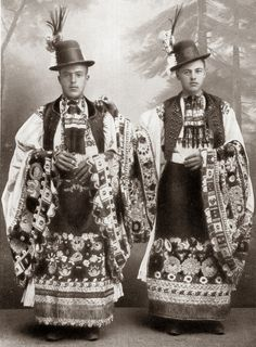 Folk Costume and Embroidery of Mezőkövesd, Hungary Art Costume, Folk Costume, Folk Clothing, Historical Clothing, Costumes Around The World, Hungarian Embroidery, Folk Dance, People Of The World, Ethnic Fashion