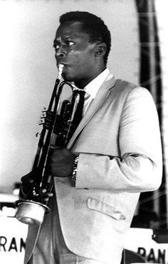 Jazz trumpeter Miles Davis performs onstage circa 1960 in New York. Jazz Artists, Jazz Musicians, Wayne Shorter, Bill Evans, Herbie Hancock, Greys Anatomy Memes, People Icon, Miles Davis, Jazz Blues