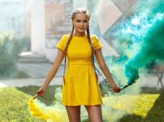 Photoshoot with color smoke by BROCCOLI photography Short Sleeve Dresses, Dresses With Sleeves, Broccoli, Photoshoot, Smoke, Photography, Color, Fashion, Gowns With Sleeves