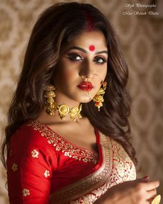 Bengali Bridal Makeup, Indian Bridal Fashion, Beautiful Girl Photo, Beautiful Bride, Bengali Bride, Bengali Wedding, Marriage Makeup, Middle Eastern Makeup, Desi Models