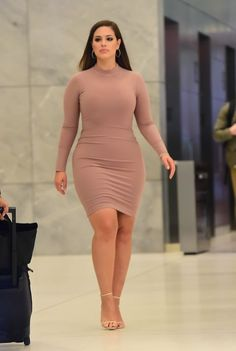 Ashley Graham pics: the hottest dresses Ashley Graham has ever worn Ashley Graham Outfits, Ashley Graham Style, Curvy Girl Outfits, Curvy Women Fashion, Plus Size Fashion, Petite Fashion, Womens Fashion, Plus Size Jeans, Modelo Ashley Graham