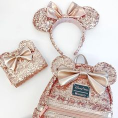 Rose gold backpacks have arrived at Disney Parks! We can't wait to wear this Minnie Mouse backpack with our rose gold ears and spirit jerseys all summer long! Estilo Disney, Popsugar, Bijoux Harry Potter, Disney Merch, Disney Mode, Rose Gold Aesthetic, Disney Collection, Gold Backpacks, Disney Mickey Ears