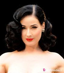 Vintage Hairstyles For Prom Prom hairstyle - Dita Von Teese - Dita Von Teese Retro Hairstyles, Celebrity Hairstyles, Girl Hairstyles, Wedding Hairstyles, Korean Hairstyles, Brunette Hairstyles, Medium Hair Styles, Curly Hair Styles, Glamour Vintage