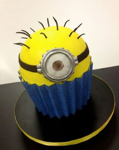 giant-cupcakes despicable me minion cupcake, movie cupcakes, dessert, cupcakes, giant cupcakes Cupcake Torte, Big Cupcake, Cute Cupcakes, Giant Cupcake Cakes, Giant Cake, Cupcake Birthday, Minion Birthday, Puppy Cupcakes, Cupcake Cookies