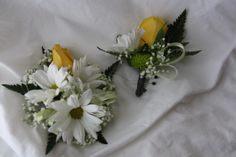 daisy and rose wrist corsage and boutonniere