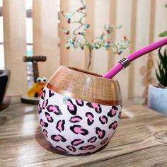 Painted Jars, Glass Bottles, Jar Painting, Planter Pots, Instagram, Wallpaper, Showroom, Creative, Brave