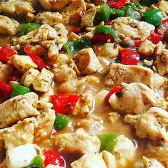 Comidinha leve nesse quarto dia do ano: frango xadrez low-carb - uma verdadeira delícia!  #senhortanquinho #paleo #paleobrasil #primal #lowcarb #lchf #semgluten #semlactose #cetogenica #keto #atkins #dieta #emagrecer #vidalowcarb #paleobr #comidadeverdade #saude #fit #fitness #estilodevida #lowcarbdieta #menoscarboidratos #baixocarbo #dietalchf #lchbrasil #dietalowcarb